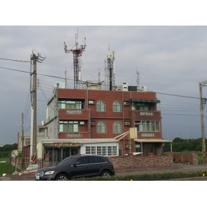 屋顶上有高压电线影响风水吗?房子上面有高压线经过怎么化解风水不吉利?房屋周边靠近电线、配电房、变压器、大型信号塔的风水化煞破解方法